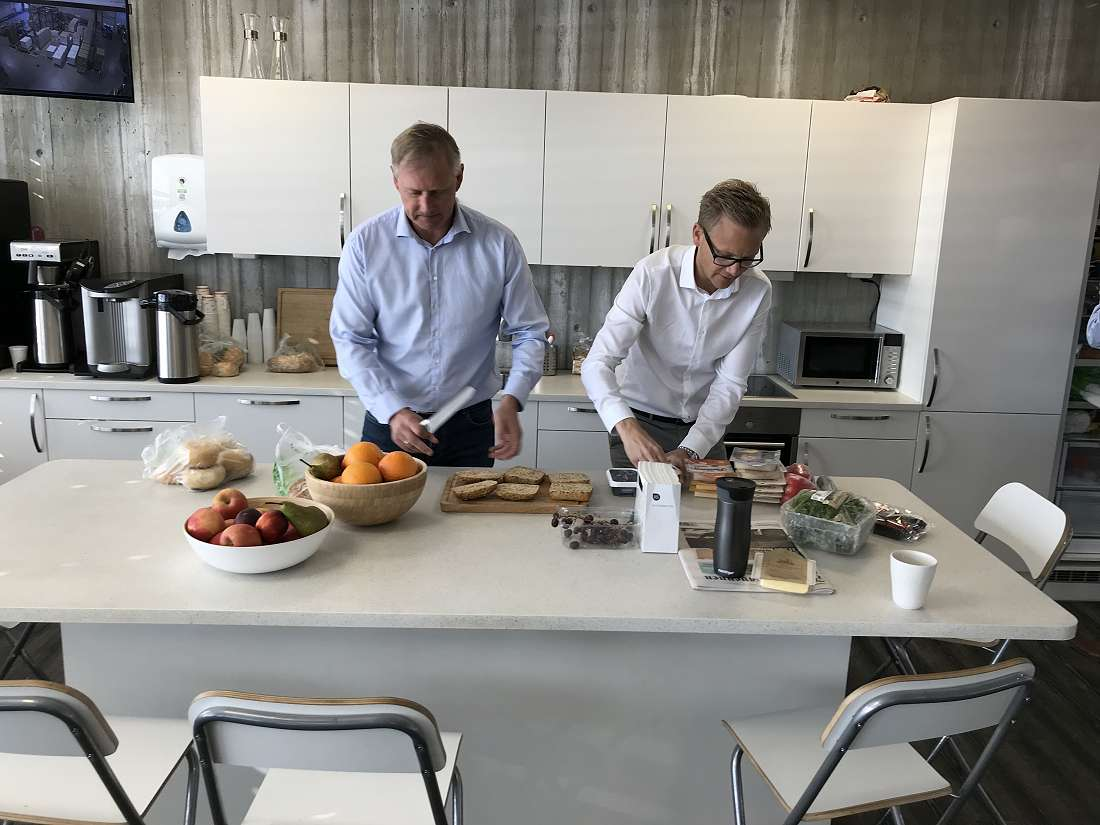 Trond Haug, VP Dairy and Snack and Markus Mattson, Marketing Director Sørlandschips preparing breakfast that tastes great, with passion and speed, for the minister of Agriculture.